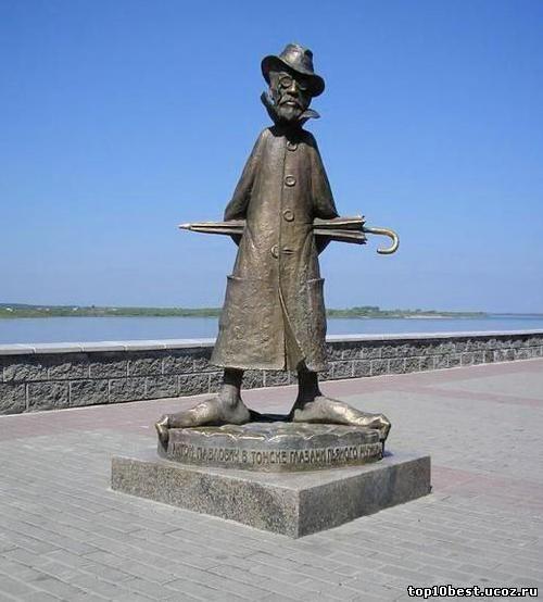 Памятник Антону Павловичу Чехову.