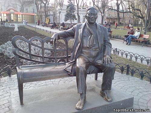 Памятник Леониду Утесову.