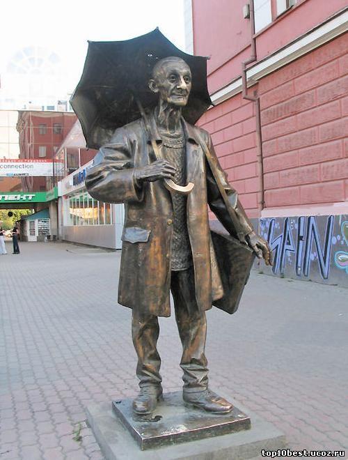Памятник художнику Поздееву.