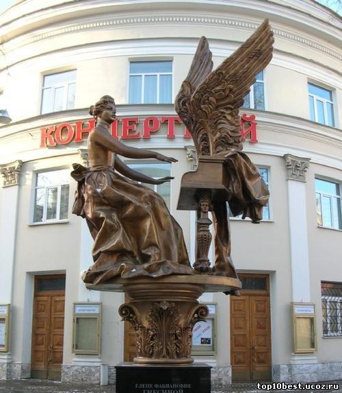 Памятник Елене Гнесиной.