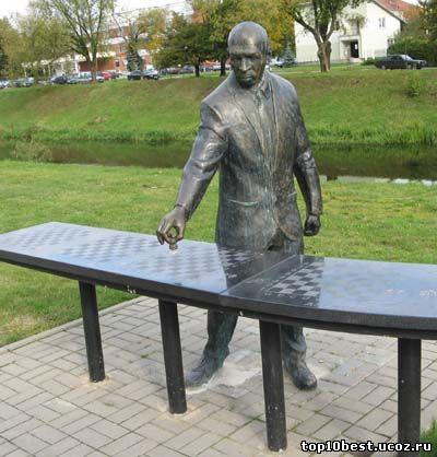 Памятник Майку Тайсону.