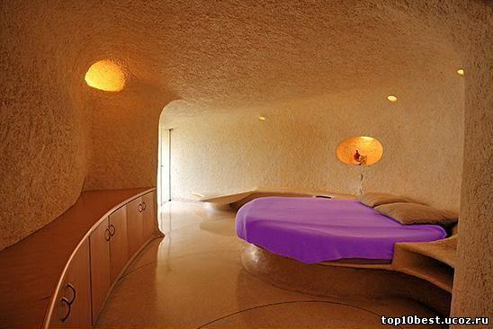 спальня в доме-улитке