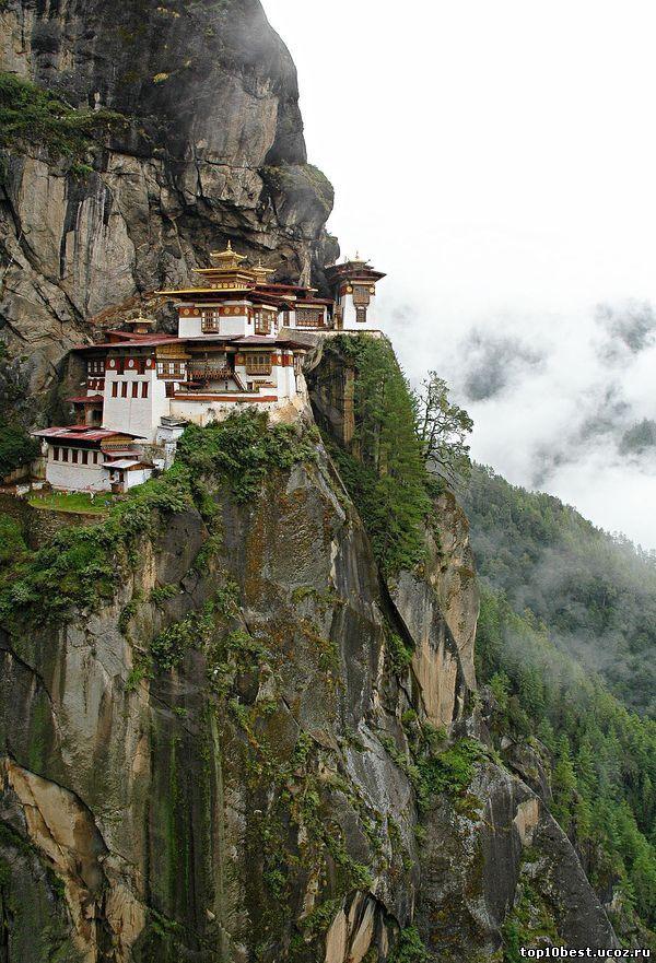 Монастырь в Бутане.