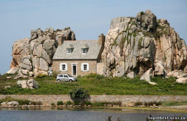 Дом между скал
