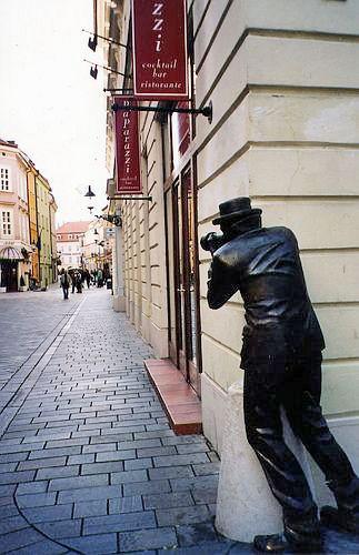 Памятник папарацци